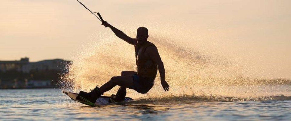 Conheça o Wakeboard: Deslizando na água