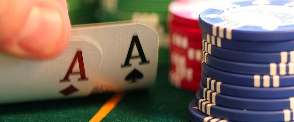É possível foldar AA pré flop no Poker?