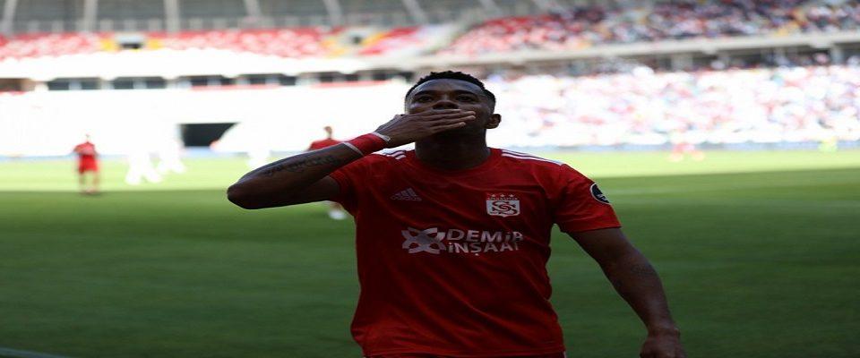 Robinho é reforço do Istambul Basaksehir com contrato até 2020