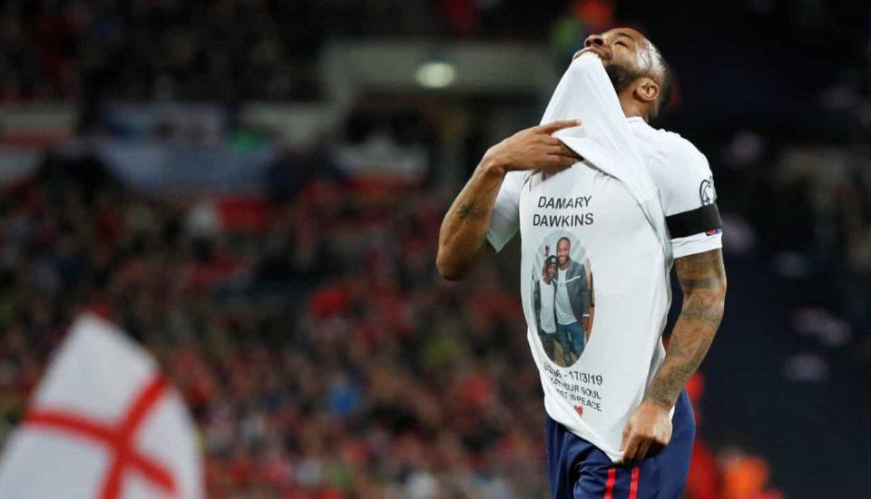 Sterling: Três gols e homenagem a garoto que morreu