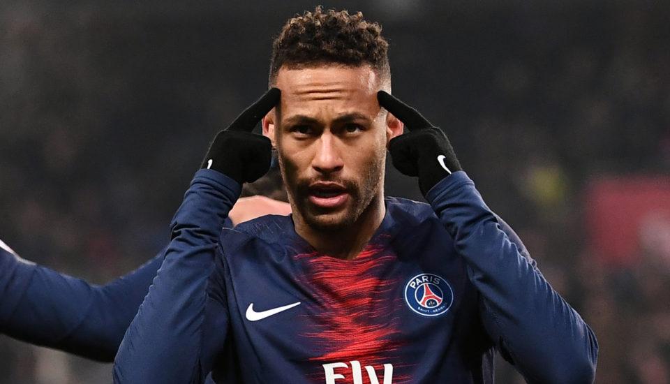 Neymar é suspenso pela Uefa por insultos à arbitragem