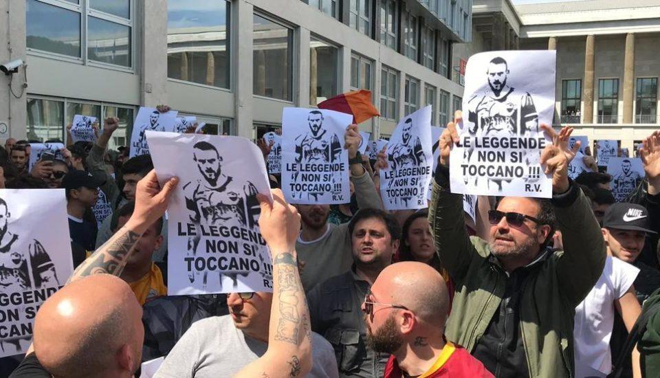 Protesto: Torcedores da Roma não aceitam saída de De Rossi
